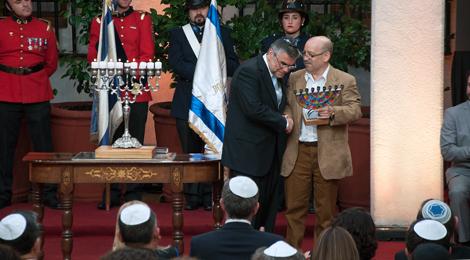 La Comunidad Judía de Chile distinguió al líder del Movilh por su lucha contra la discriminación