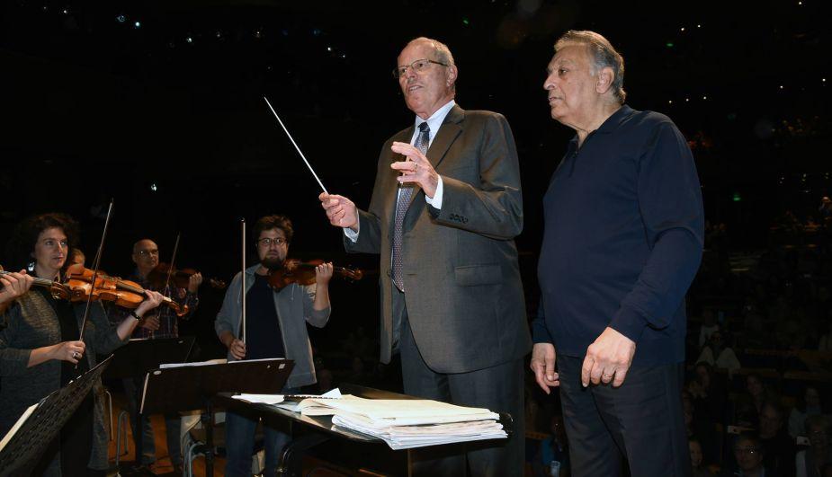 El presidente de Perú dirigió a la Orquesta Filarmónica de Israel