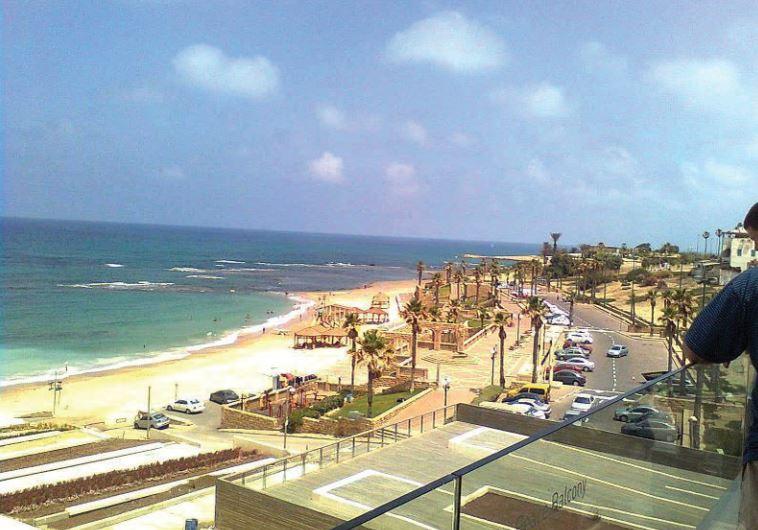 El verano llega tempranamente a las playas de Israel