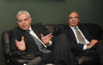 Modi Ephraim, director general adjunto para América Latina y el Caribe (derecha), y el embajador Daniel Saban